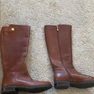Brown boots size 8.5 ! Great for fall